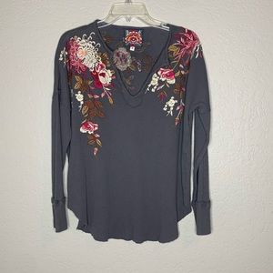 Johnny Was Gray Floral Embroidered Thermal Shirt